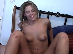 Freshly showered old hat modern gives her man a BJ