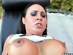 Mariah Milano, a spectacular brunette with flawless tits, has feet lose concentration work magic